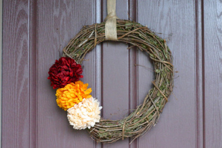 How to make a simple fall wreath (no glue gun required) | InspiredRD.com