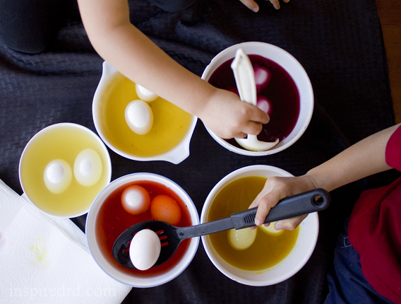 How to dye eggs naturally - InspiredRD.com
